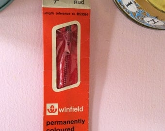 Red 7 Inch Zip - Retro 18 cm Zipper - Vintage Sewing Notions and Fasteners