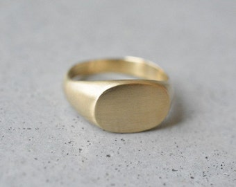 Gold signet ring, 14k solid gold signet ring, solid gold ring, wedding band, uniqe wedding ring, women signet ring, oval signet ring