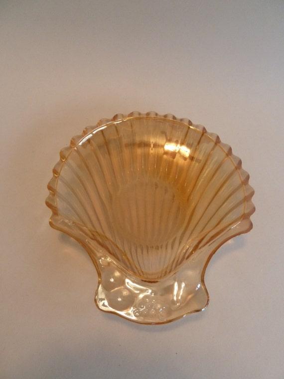 Vintage Shell dish//Carnival amber glass//shell dish//Carnival glass/reproduction glass//iridescent glass//trinket dish//shell soap dish/