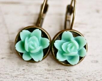 Green flower cabochon dangle earrings. Tiedupmemories