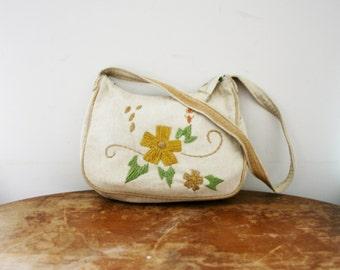 vintage 70s Off White Linen Daisy Crewel Floral Cross Body Purse