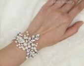 Statement Bracelet Bridal Cuff Bracelet Pearls Wedding Bracelet Swarovski Bridal jewelry Ivory Pearl Bracelet Wedding Jewelry for Brides