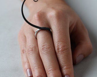 Black Uniplume Ring