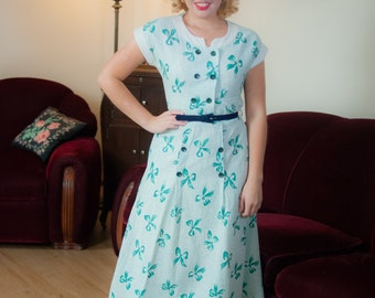 Vintage 1940s Dress - Fresh Green and White 40s Cotton Seersucker Day Dress with Novelty Bow Print