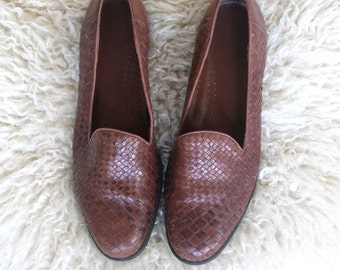 park slope -- vintage classic woven leather loafers size 9