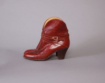 Vintage 80s BOOTS / 1980s Oxblood Burgundy Leather Curvy Buckled Ankle Booties 7 1/2