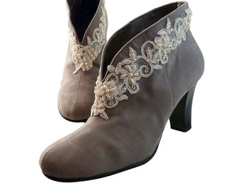Women Ankle Bootie // Gray Suede Cloth w Ivory Gold Beaded Lace // Size 8 1/2 M // Aerosoles Comfort High Heels // Vegan Boho Shabby Chic