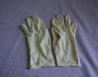 1950s ivory gloves with bow