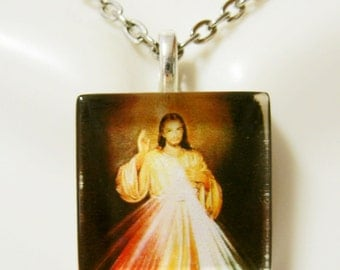 Divine Mercy pendant with chain - GP02-012