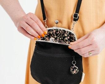 small cross body bag with zipper pocket, black