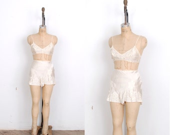 Vintage 1920s Lingerie / 20s Silk Bra and Tap Pants Set / Ivory White (S M)
