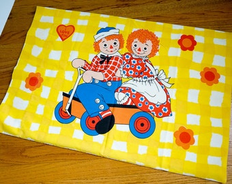 Vintage 1970s Wamsutta Raggedy Ann and Andy Pillowcase VGC / I Love You Hearts, Primary Colors