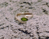 Silver Gemstone green peridot ring band bypass solitaire design solid 925 sterling silver womens fine vintage fine jewelry