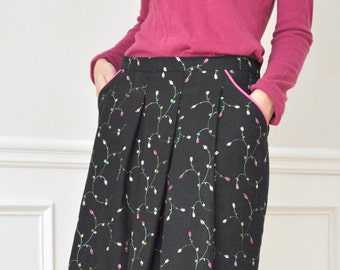 Sale 30% Off : Black Linen Embroidered Mini Flowers Pleated Pockets Knee Skirt XS S M L