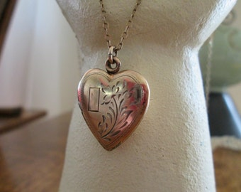SALE vintage goldtone heart locket necklace