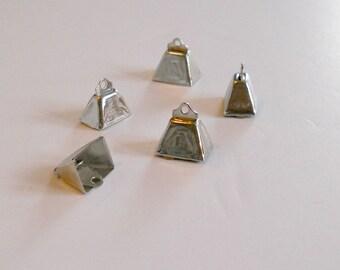 COW BELLS. 15mm Silver Metal Cow Bells. Set of 5 bells.