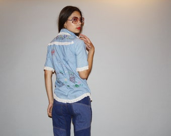 Vintage 1970s Chambray Novelty Cats and Bees Embroidered Denim Jean Button Up Shirt with Lace Trim   -  Vintage Denim Top  -  WT0484