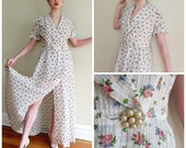 Vintage 1940s Floral Print Robe with Lucite Rhinestone Buttons / 40s Waffle Textured Dressign gown / Medium