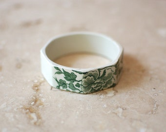 StayGoldMaryRose - Beautiful vintage green willow floral pattern tea cup stacking bracelet.
