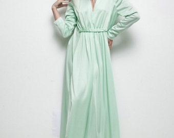 maxi dress light green slinky hostess vintage 70s long sleeves L Large