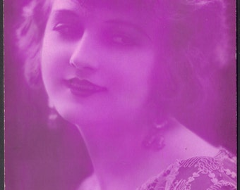 J. Mandel Nude Model Puts on Clothes and Turns Purple! circa 1920s