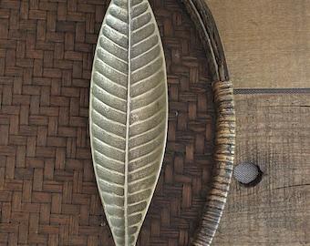 Vintage detailed brass leaf dish
