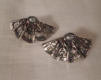 SILVER FAN EARRINGS / Pierced / Gray Oval Pearl / Retro / Fashionista / Oriental / Art Moderne / Modernist / Chic / Classic / Accessories