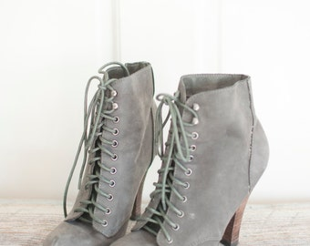 super cute and chic! size 7 grey leather ankle lace up heeled booties