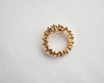 Vintage Circle Brooch Pin Gold Tone Retro Fashion Modern
