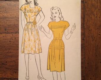 917 1940's FACTORY FOLDED Women's Dress Vintage Sewing Pattern New York Pattern 917 Bust 31