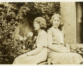 "Vintage Photo ""Nosey Neighbor Nancy"" Snapshot Antique Photo Old Black & White Photograph Found Paper Ephemera Vernacular - 124"