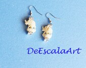 Elephant Earrings, Silver Tone, Clear Rhinestones,  Animal Figural, Vintage Carved Bone Made in the USA, Item No. De063
