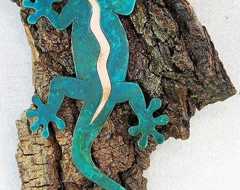 "Gecko and Baby Gecko on Bark 12.75"" x 7.5"" x 3.25"" Rustic Wall Hanging"