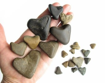 20 Heart Shaped Rocks - Natural River Beach Stones - Valentines Day Decor