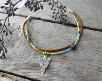 arrowhead bracelet // double strand stacking bracelet // friendship bracelet // natural leather and beaded arrowhead bracelet