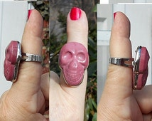 1 RING Vintage Smiling Skull Carved Rhondite Large Chunky Silver Tone Ring Adjustable.  Only 19.90