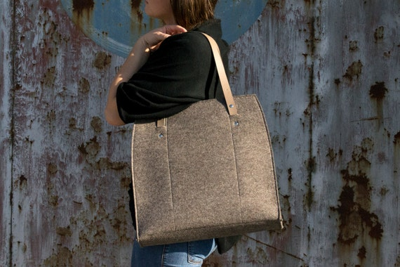 Felt LARGE TOTE with leather straps / 100% wool felt / wool felt bag / felt bag / felt tote / grey bag / handmade / made in Italy