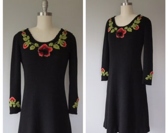 70s knit dress size small / vintage dark floral dress