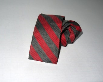 Vintage 50s 60s skinny narrow tie / flat square bottom / red gray black stripe / Rockabilly teddy boy rat pack