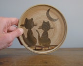 Vintage Art Pottery Plate /  two cats and the moon / trivet / pan stand / plant pot stand / *138
