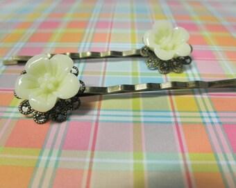 Ivory Flower Filigree Brass Bobby Pins