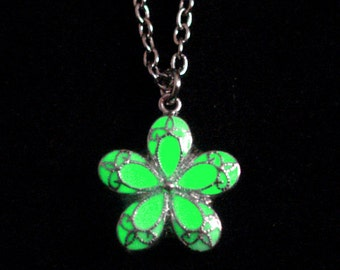 Flower Necklace Glowing Flower Charm Necklace Flowergirl Pendant Jewelry Silver And White (glows green)