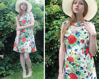 Vintage Keyhole MINI DRESS Red Poppies DAISIES Floral Print 70s Retro Woman's Spring Summer Garden fit 'n flared Aline Skirt Scooter Dress M