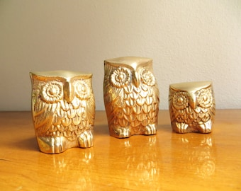 Vintage Brass Owl Figurines, Brass Figurines, Gold Owl Statues, Three Gold Owls, Brass Animal Family, Paperweights, Set