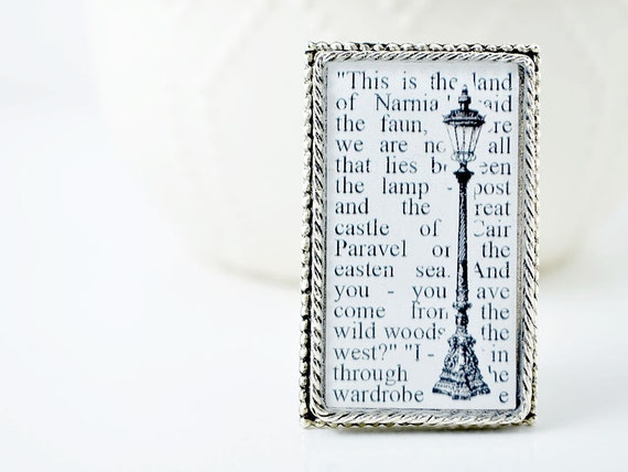Narnia Lamp Post Brooch - Narnia Jewelry - The Lion, the Witch, and the Wardrobe by CS Lewis - Gifts for Book Lovers