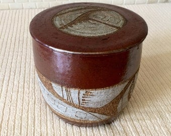 Joel Edwards MCM Incised Geometric Studio Pottery Three Footed Lidded Vessel