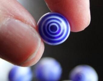 10 round millefiori glass beads, 10 mm, hole 1.5 mm, blue and white, swirl
