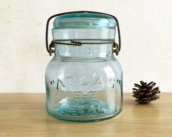 Atlas E-Z Seal Pint Canning Jar with Aqua Blue Glass and Wire Bail / Country Primitive Farmhouse Kitchen Decor
