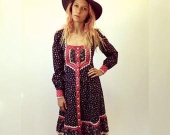 Gunne Sax Dress // vintage 70s boho hippie hipster 1970s bohemian hippy midi sun country high empire waist floral black pink prairie  / XS/S