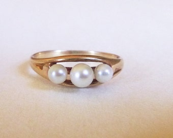 Art  Nouveau Arts and Crafts 10k yellow gold 3 white pearl trilogy ring early 1900s size 6.25